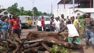 Barricadas têm perturbado os acessos à zona de Neves, norte da ilha de São Tomé.