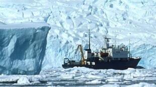 中國破冰船雪龍號試圖救援俄羅斯破冰船未獲成功