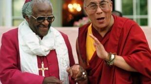 Desdmond Tutu y el Dalai Lama en el Cabo en 1996.