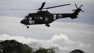 Helicóptero da FAB voa para recuperar reféns na selva colombiana.