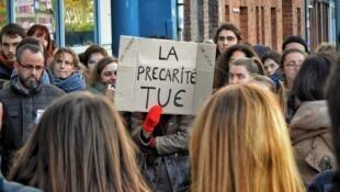 تظاهرات جمعی از دانشجویان فرانسوی علیه فقر