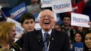 Senador Bernie Sanders celebra con sus seguidores el triunfo en New Hampshire.
