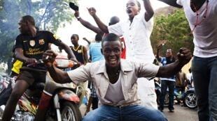Pro-putsch demonstrators in Bamako Wednesday