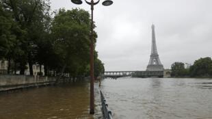 O rio Sena transbordou após três dias de fortes chuvas que podem ser associadas às mudanças climáticas.