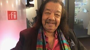 O trombonista Raul de Souza nos estúdios da RFI em Paris