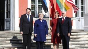 Президент Латвии Раймонд Вейонис, президент ЛитвыДаля Грибаускайте, президент Эстонии Керсти Кальюлайд и вице-президент США Майк Пенс
