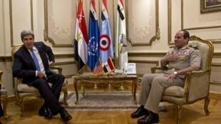 John Kerry se encontrou com o general egípcio Abdel Fattah al-Sissi neste domingo, 3 de novembro de 2013, no Cairo.