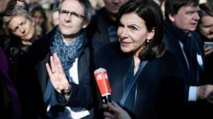 A prefeita de Paris, Anne Hidalgo defende a gratuidade dos transportes na região parisiense. Foto do 10/03/18