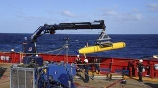 O navio australiano Ocean Shield, equipado de uma sonda para captar os ruídos das caixas-pretas