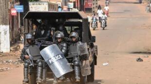 Des policiers guinéens le 14 janvier 2020 à Conakry.