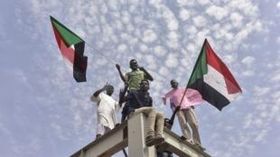 图为苏丹民众2019年8月17日示威欢迎和平更迭政权。