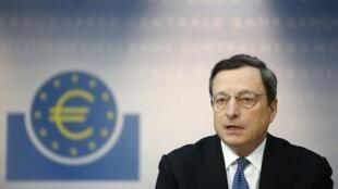 "O presidente do BCE, Mario Draghi, acha que a retomada econômica na zona do euro ""será lenta, mas sólida""."