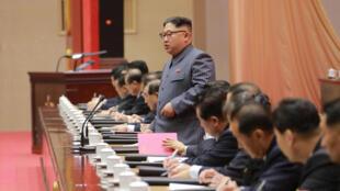 Kim Jong Un phát biểu trong lễ bế mạc Đại Hội 5 đảng Lao Động Bắc Triều Tiên ngày 23/12/2017. Ảnh do KCNA cung cấp