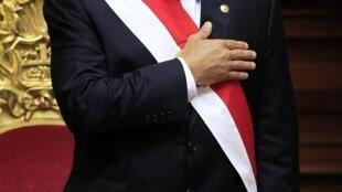 Ollanta Humala canta el himno nacional antes de su discurso en el Día de la Independencia, en Lima, este 28 de julio de 2012.