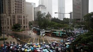 Manifestação de professores na calma em Hong Kong antes do movimento de protesto contra governo autónomo