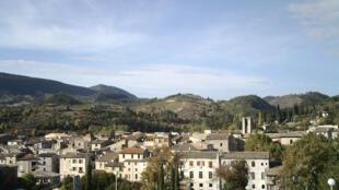 Le village de Saillans dans la Drôme.