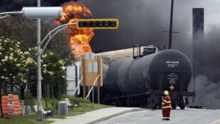 Un train qui a déraillé a provoqué une énorme explosion dans la petite ville de Lac-Mégantic, le 6 juillet 2013.