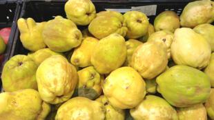 Trường phái hội họa Tây Ban Nha trong Thời kỳ Hoàng kim (Siglo de Oro) chọn trái mộc qua làm biểu tượng của mùa thu
