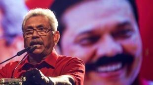 Gotabhaya Rajapaksa, candidat à la présidence du parti sri-lankais Podujana Peramuna (SLPP), s'exprime lors d'un rassemblement à Homagama, le 13 novembre 2019.