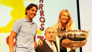 Rafael Nadal e Maria Sharapova repetiram hoje o sorteio de 2013 (foto) por serem os campeões do ano passado em Roland Garros.
