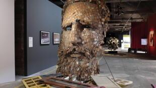 Một tác phẩm nghệ thuật khắc họa Fidel Castro.