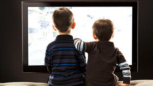 Les enfants exposés aux écrans le matin avant d'aller à l'école ont trois fois plus de risques d'être sujets aux troubles du langage (photo d'illustration).