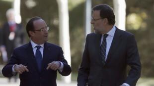 Le président français, François Hollande (g) avec le Premier ministre espagnol,Mariano Rajoy (d) lors du sommet franco-espagnol à Madrid, le 27 novembre 2013.