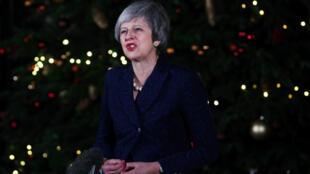 La Première ministre Theresa May devant le 10, Downing Street, le 12 décembre 2018.