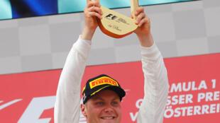 Valtteri Bottas held off Sebastian Vettel to win the Austrian Grand Prix.