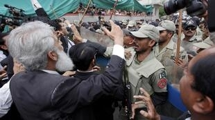 Lawyers shouting anti-Musharraf slogans as the former military leader was being taken to court in April.