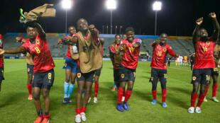 """Selecção angolana de futebol sub-17 """"Palanquinhas"""", após o apuramento para os oitavos."""