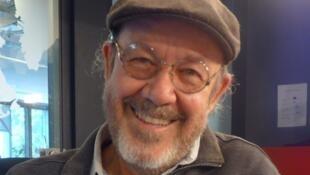 El poeta mexicano Alberto Blanco en los estudios de RFI