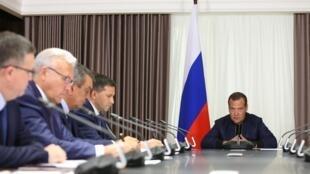 Премьер Дмитрий Медведев на заседании правительства