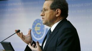 Vice-presidente do BCE, Victor Constancio, apresenta resultados dos testes neste domingo (26)