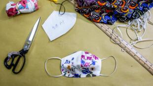 Un masque fait-maison pour éviter de propager le coronavirus (Image d'illustration).