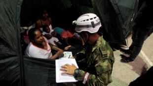 Las autoridades evacuaron al menos 5.000 personas y otras 130.000 siguen en alerta en las riberas del Río Cauca, en Valdivia, Colombia.