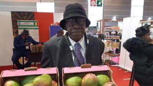 Moctar Diarra, producteur de mangues dans le village de Kabalabougou, qui fait partie du cercle de Kati, dans la région de Koulikoro.