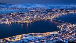 Une vue de Trömso , en Norvège où à lieu en ce moment une rencontre internationale autour de l'avenir de l'Arctique : la fonte des glaces dans cette région est un drame pour le climat, et les pour les espèces animales qui y vivent. (Photo d'illustration).