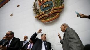 Le député Luis Parra, élu président de l'Assemblée nationale avec les voix des chavistes pour sortir du jeu Juan Guaido.