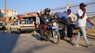 Si beaucoup de sociétés de transport de personnes à moto ont vu le jour ces derniers temps, peu le sont de manière formelle.