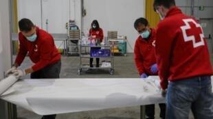 В Испании от коронавирусной инфекции скончались более восьми тысяч человек
