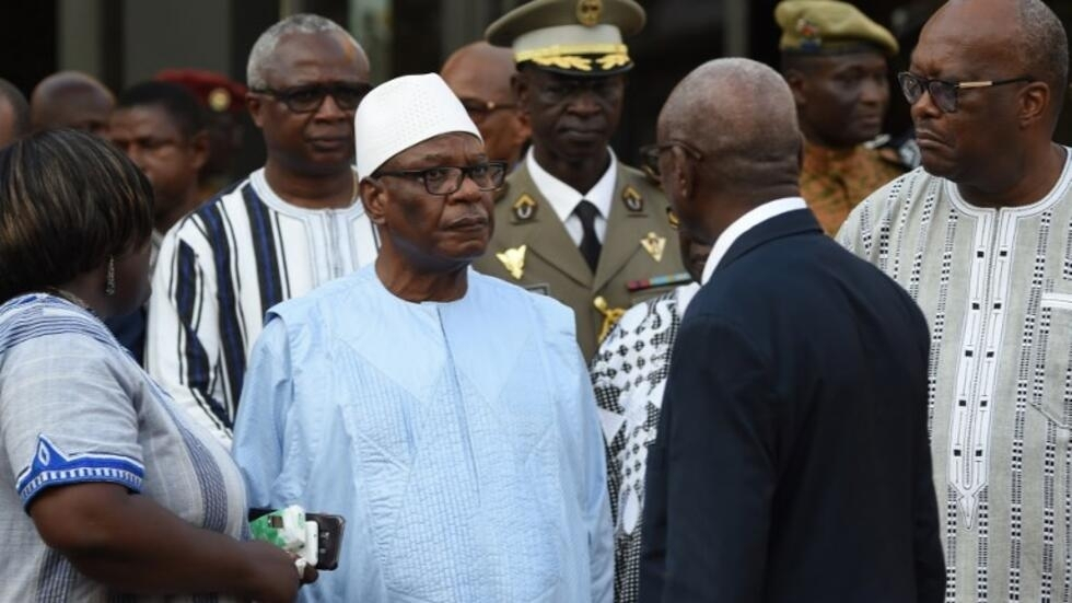 Les administration des présidents malien IBK (à g.) et burkinabè Rock Marc Christian Kaboré prennent des mesures pour protéger les chefs de l'Etat (image d'illustration)