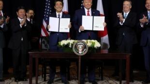 Shinzo Abe et Donald Trump ont signé un accord de libre échange, en marge de l'Assemblée générale des Nations Unies, à New York.