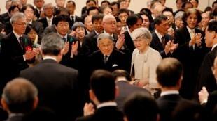 L'impératrice et l'empereur régnant du Japon, Michiko et Akihito, le 26 avril 2019 lors d'une cérémonie à Tokyo.