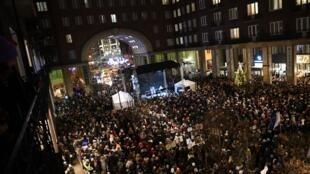 Manifestation contre un projet de réforme du gouvernement de Viktor Orban, qui renforce le contrôle sur les théâtres, à Budapest, en Hongrie, le 9 décembre 2019.