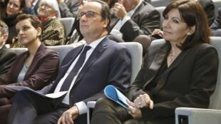 Президент Франции Франсуа Олланд (в центре), министр образования Наджат Валло-Белкасем (слева) и мэр Парижа Анн Идальго на инаугурации Института Пьера-Жиля де Жена, Париж, 14 марта 2016.