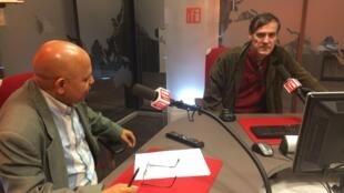 Na foto de esquerda para a direita o jornalista João Matos e o seu convidado Stéphane Monclair, Politólogo francês da Sorbonne sobre os atentados terroristas de 13 de novembro em Paris