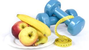 Une alimentation équilibrée et la pratique régulière d'une activité physique réduisent le risque de maladies non transmissibles.