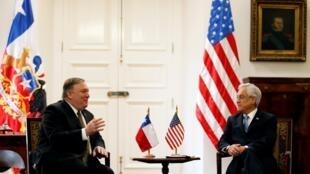 美國國務卿蓬佩奧(左)2019年4月12日在聖地亞哥與智利總統皮涅拉會談。