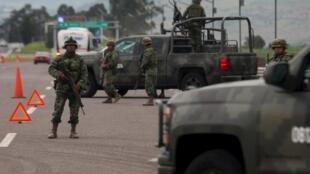 """México intensifica as buscas pelo maior narcotraficante do país, Joaquín Guzmán, também conhecido como """"El Chapo""""."""